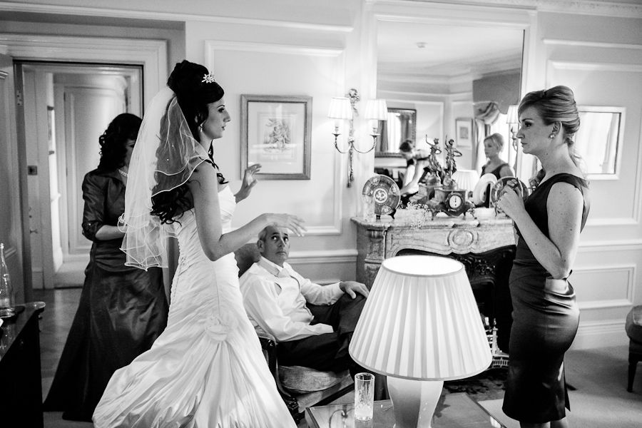 wedding photo of the bride in mandarin oriental hotel