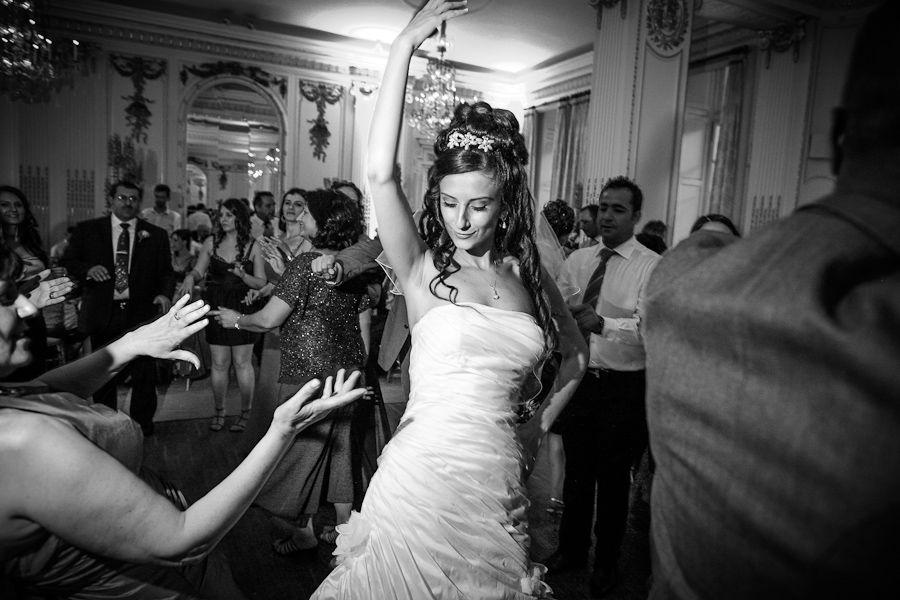 cey dancing on the wedding