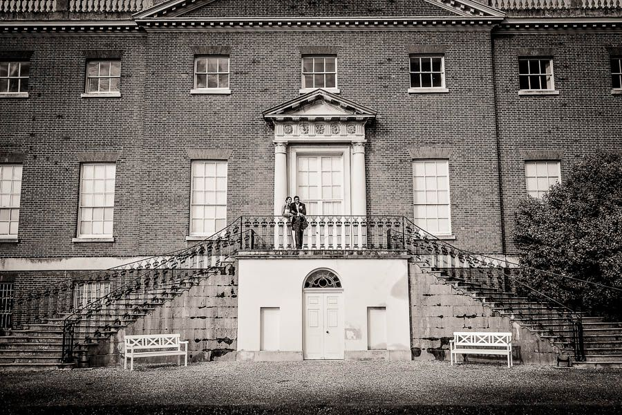 wedding photo session in front of the osterley park house in london