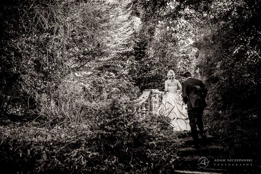 wedding couple photo session in the london garden