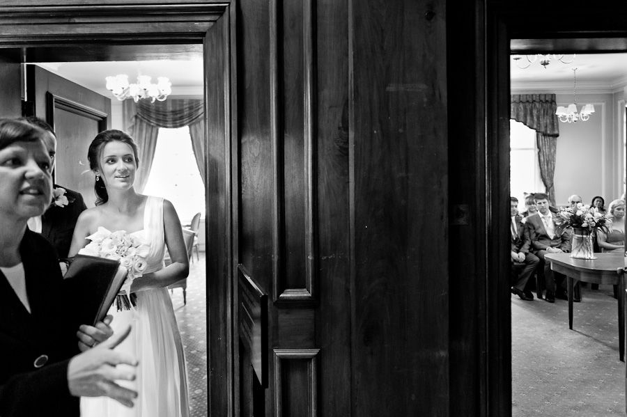 brides photo session in old marylebone town hall