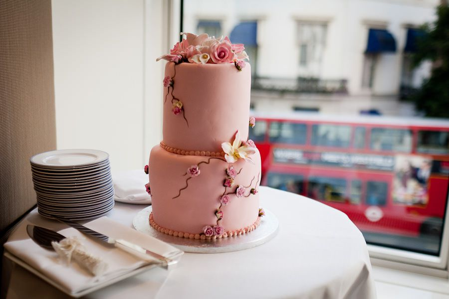 picture od the pink wedding cake