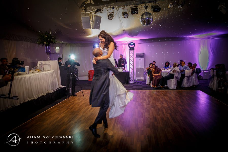 first dance of the younge couple in the painshill park