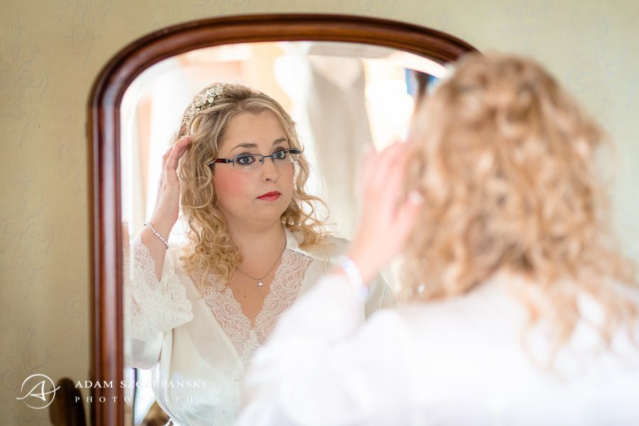 relfection of the bride in the mirror