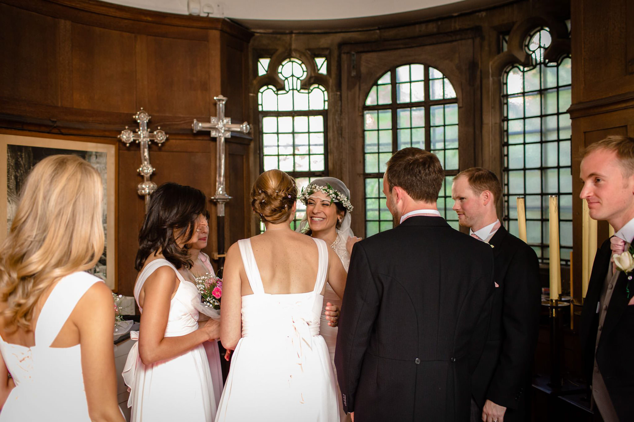 St. Pancras hotel wedding couple in the chapel
