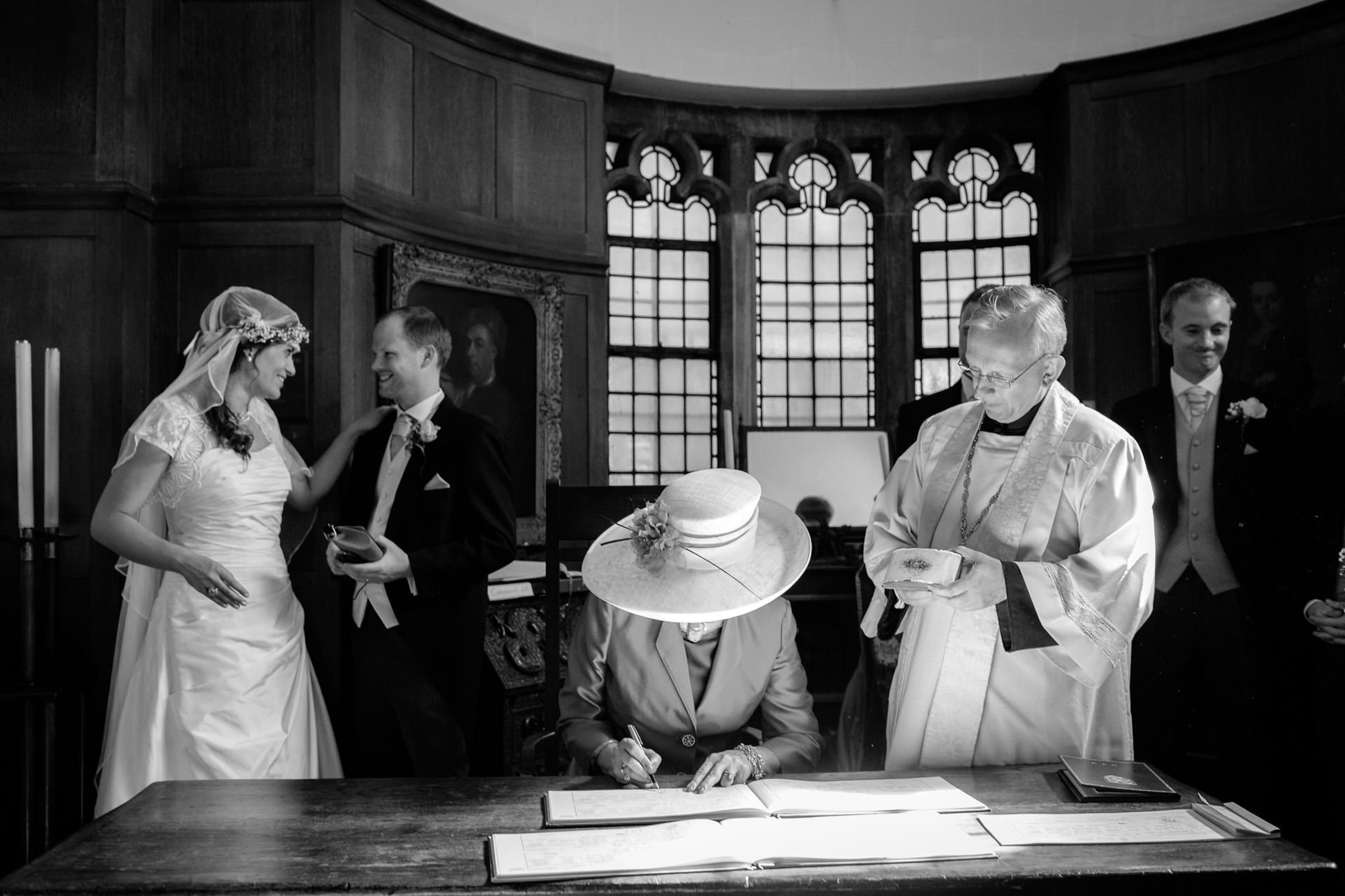 St. Pancras hotel wedding mother of the bride sining the registrar