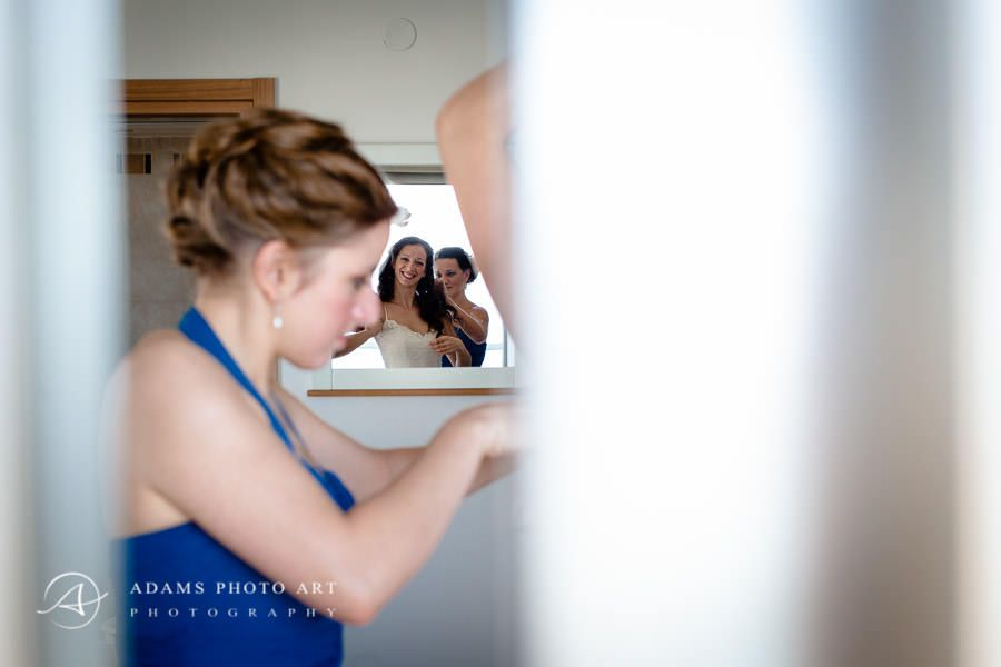brides last preparations before the wedding day