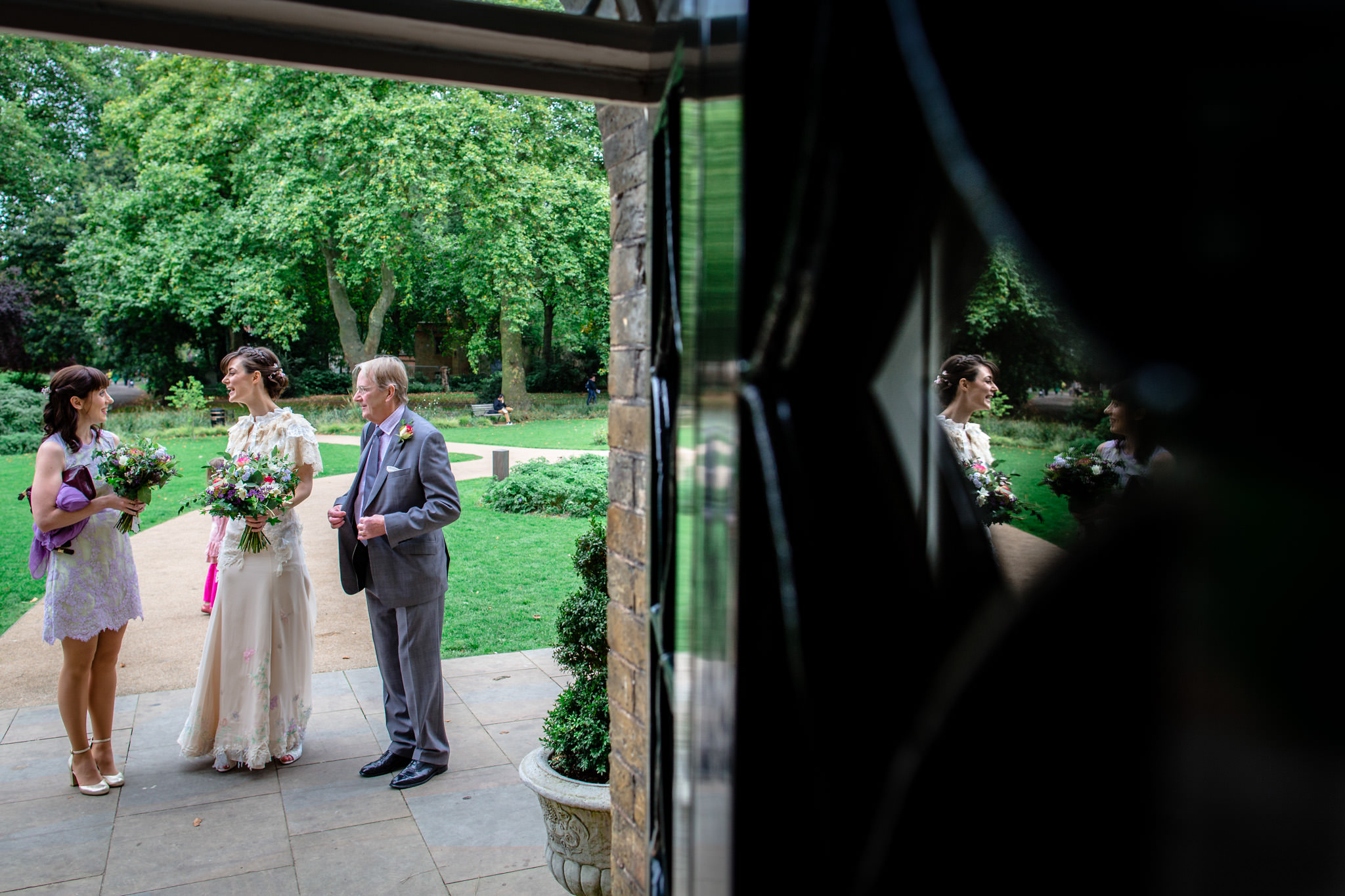 Clissold House wedding bride and her father in front of the venue