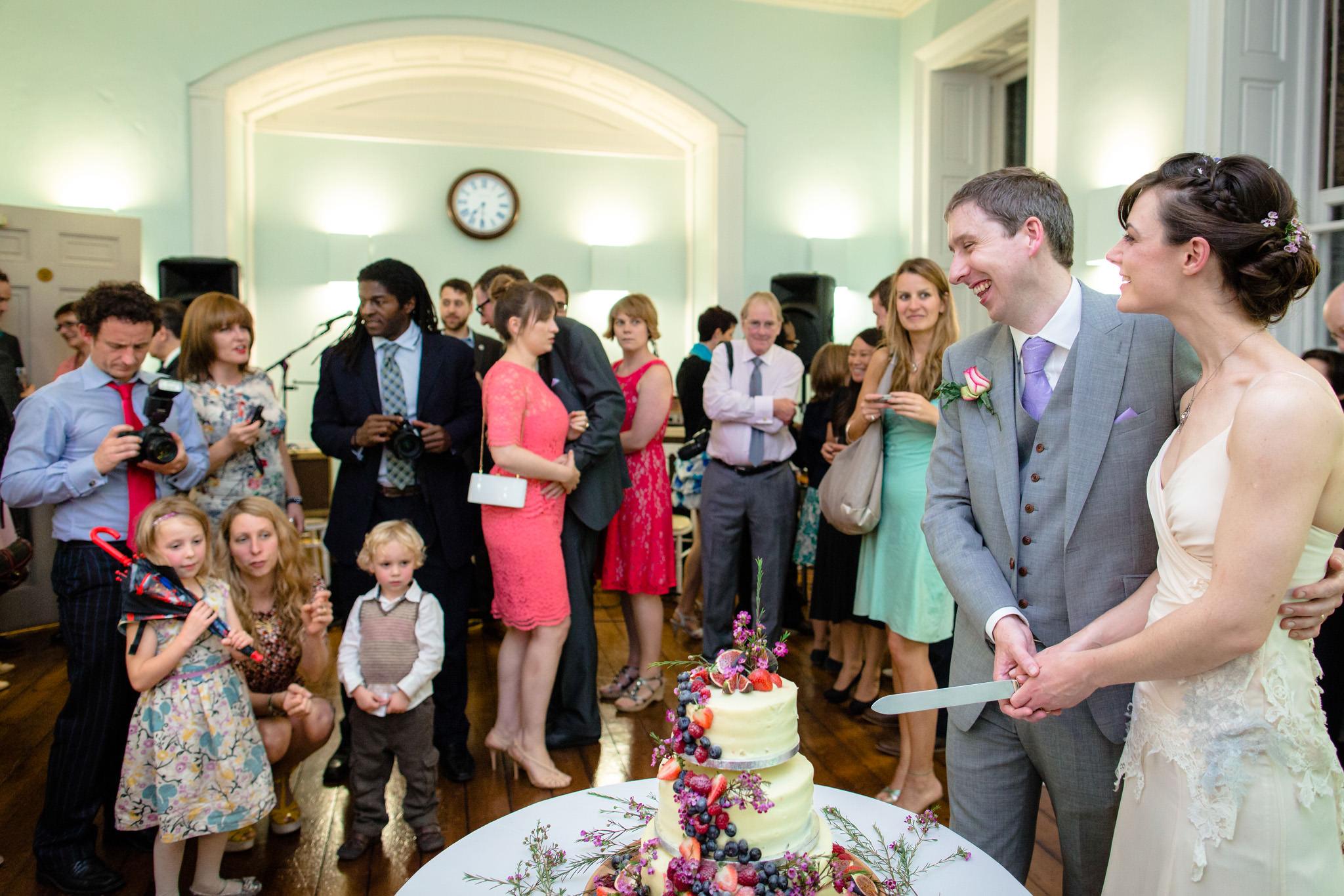 Clissold House wedding cake cutting