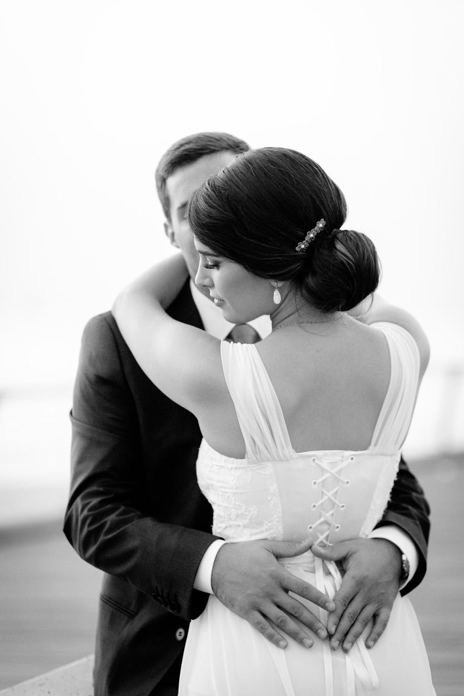 Jewish Wedding Photographer Israel couple hugging