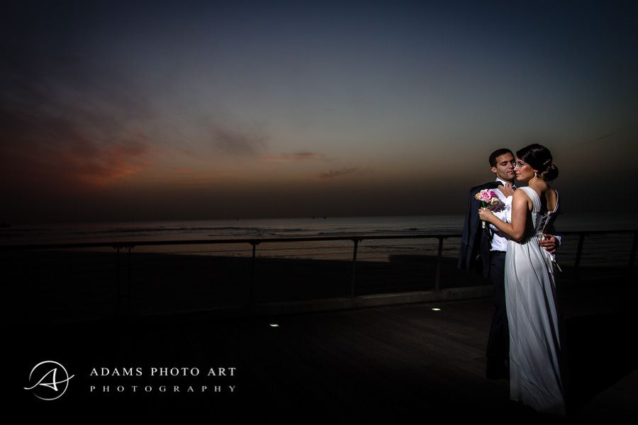 photo portrait of the married couple on the beach