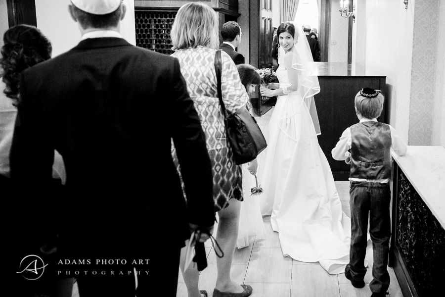 wedding picture in reportage style