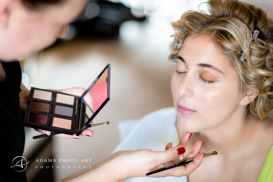 make up for th bride before the ceremony