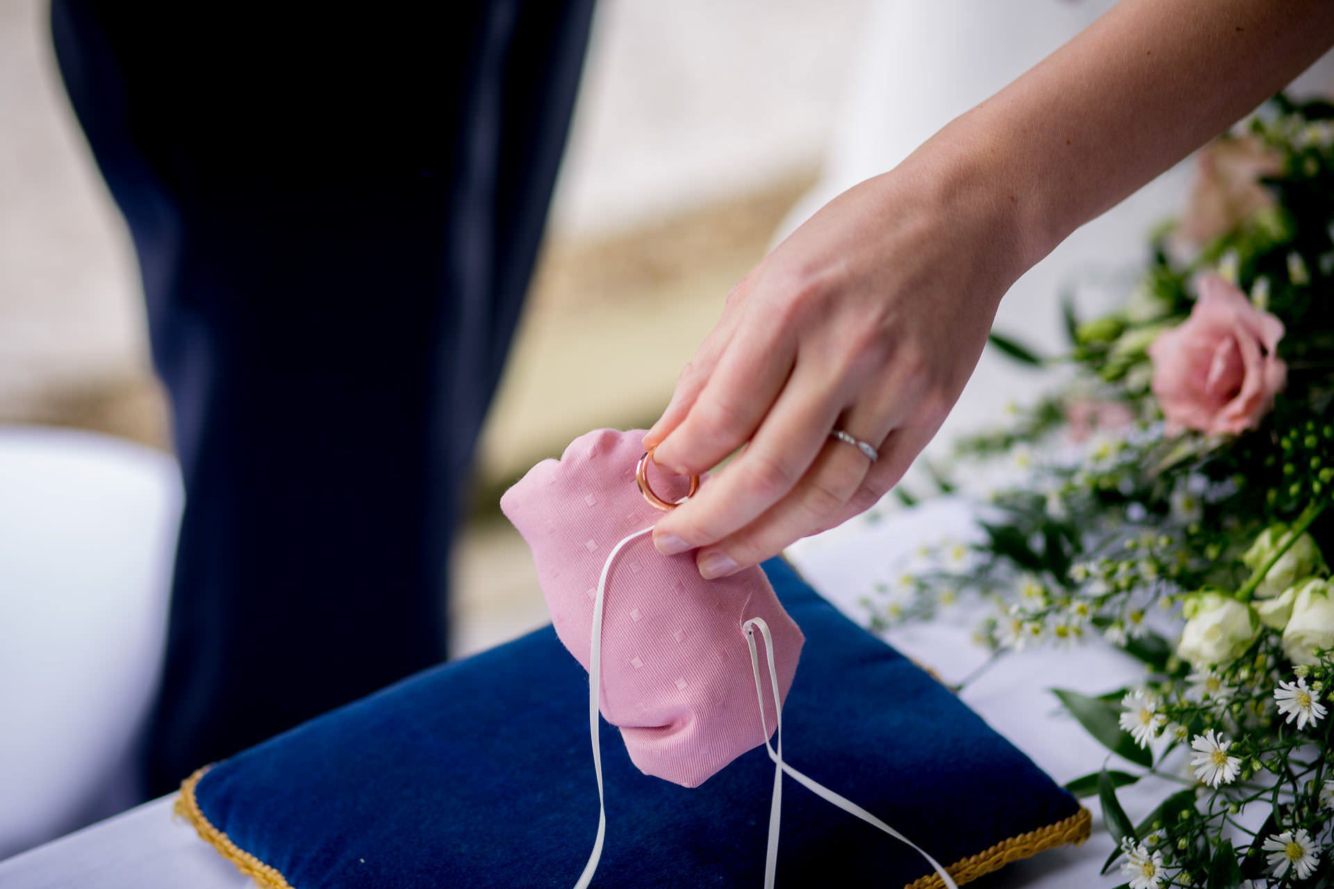 Wotton House wedding wedding rings