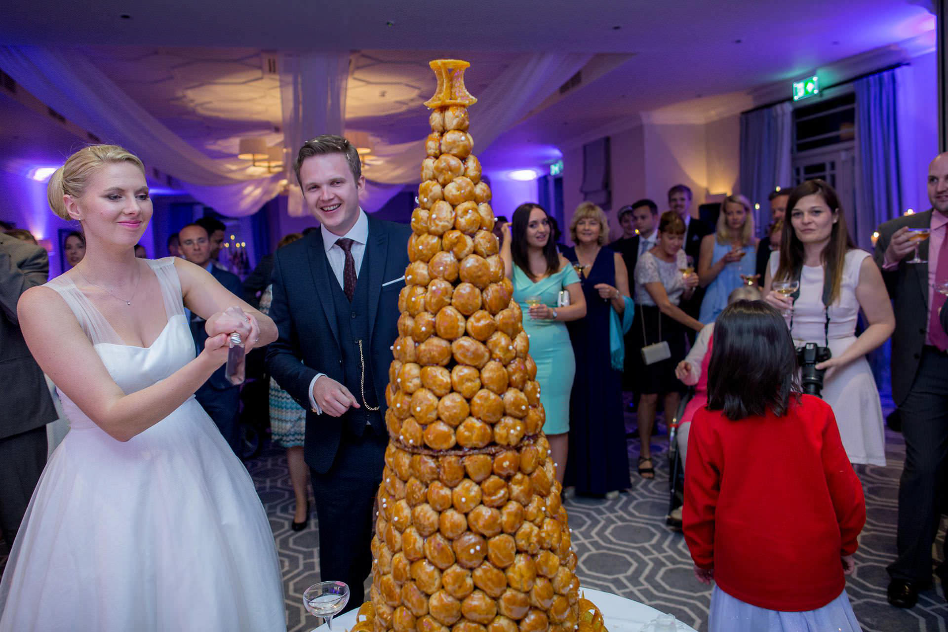 Wotton House wedding cake cutting
