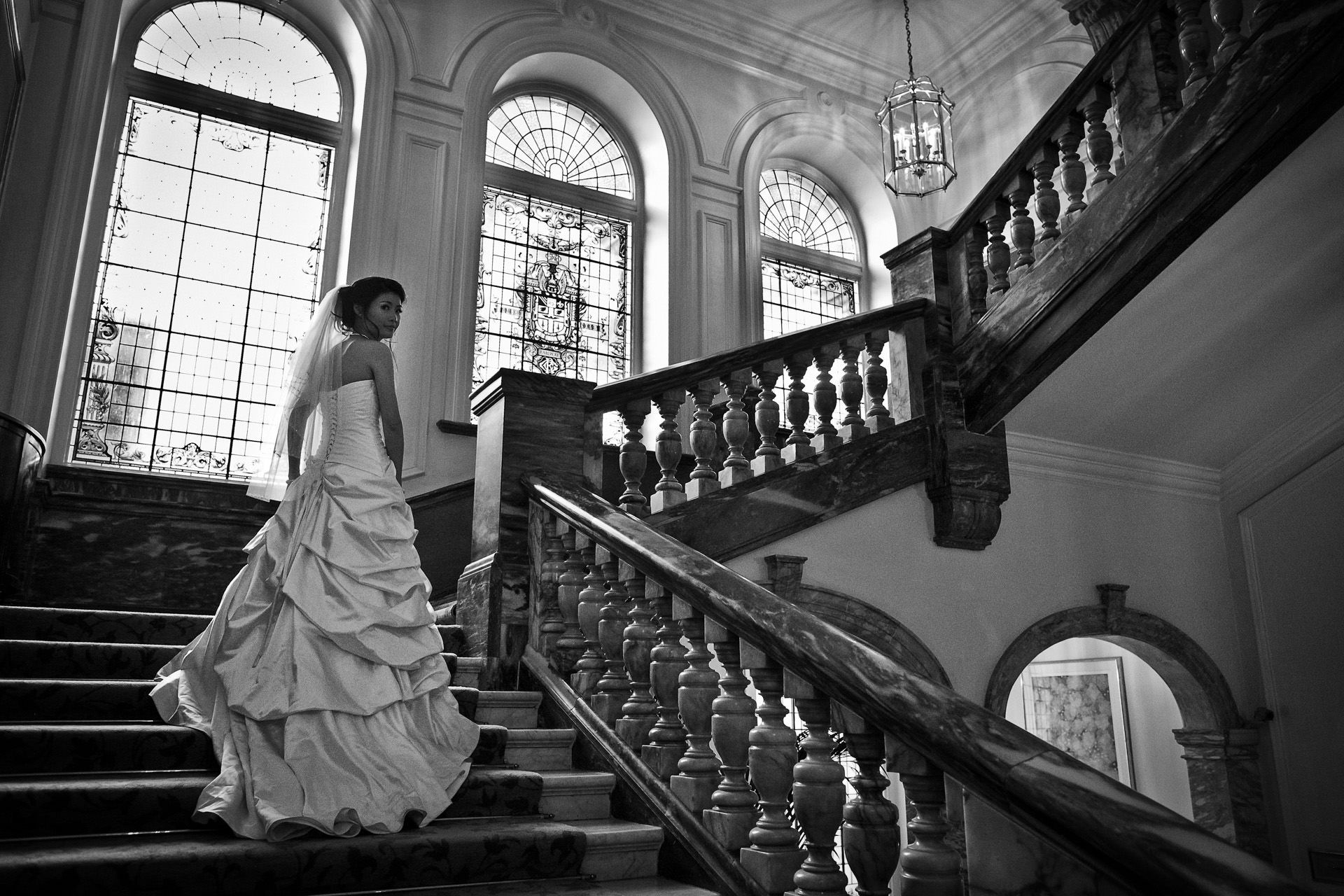 Chinese Wedding photo of the bride walking on the stairs