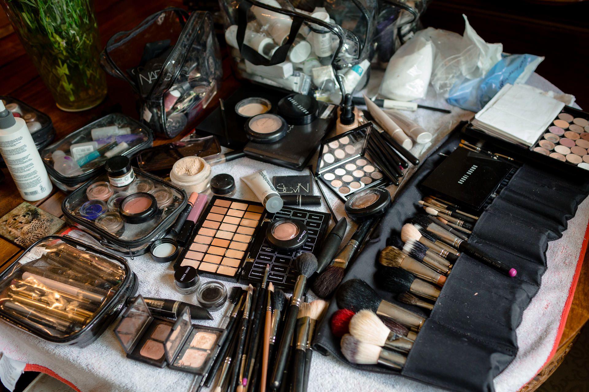 many cosmetics