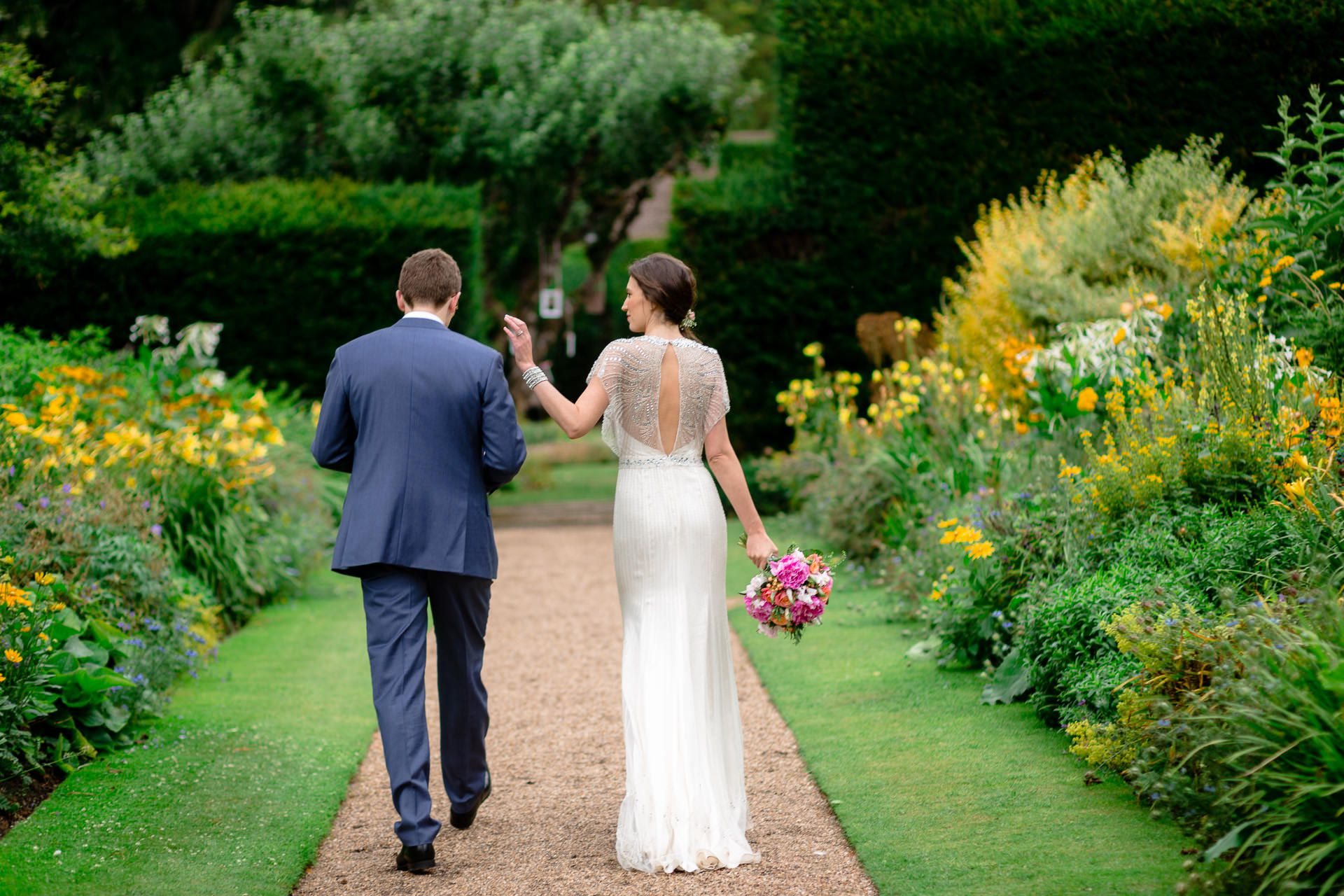 wedding photo session of julia and rob in the garden