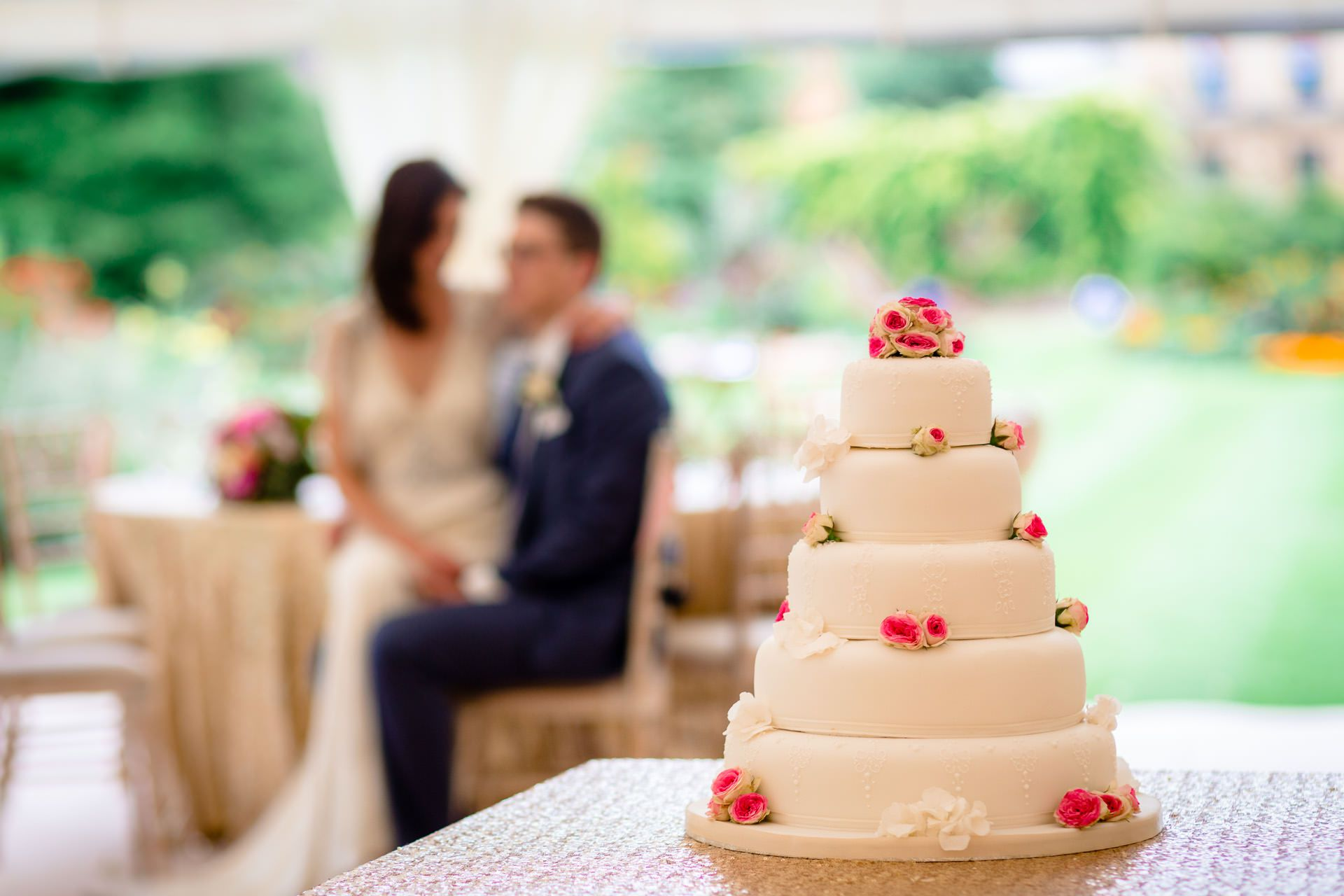 wedding cak on the first plan of the wedding photography