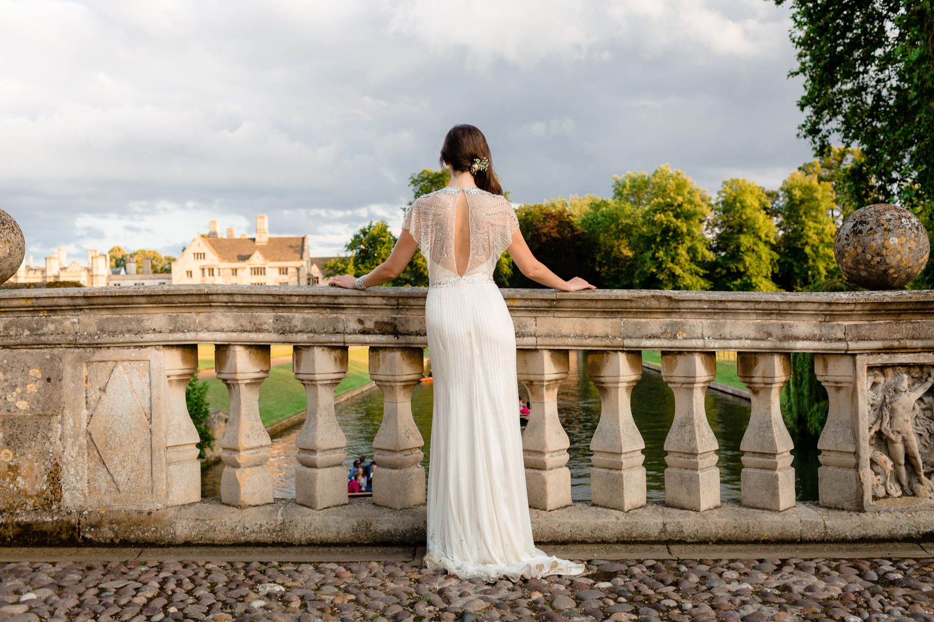 bride looks on the landscape