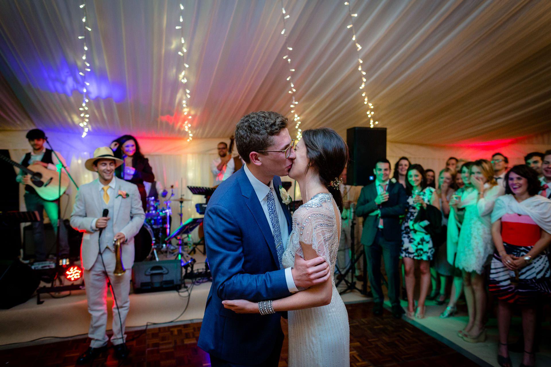 julia and rob kiss