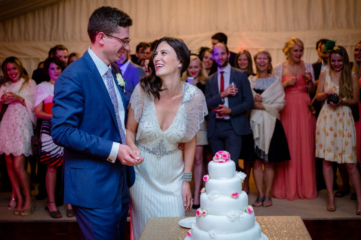 julia and rob and the wedding cake