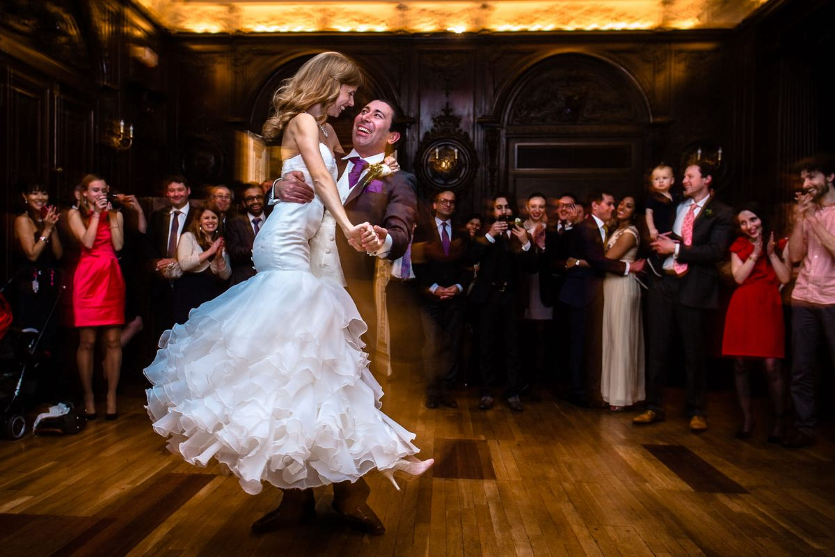 wedding photography od the first dance of married couple in london