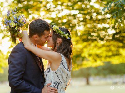 Clissold house wedding golden hour kiss