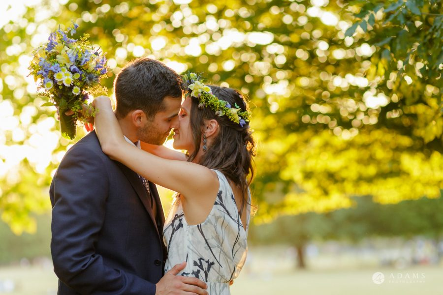 Clissold house wedding golden hour kiss