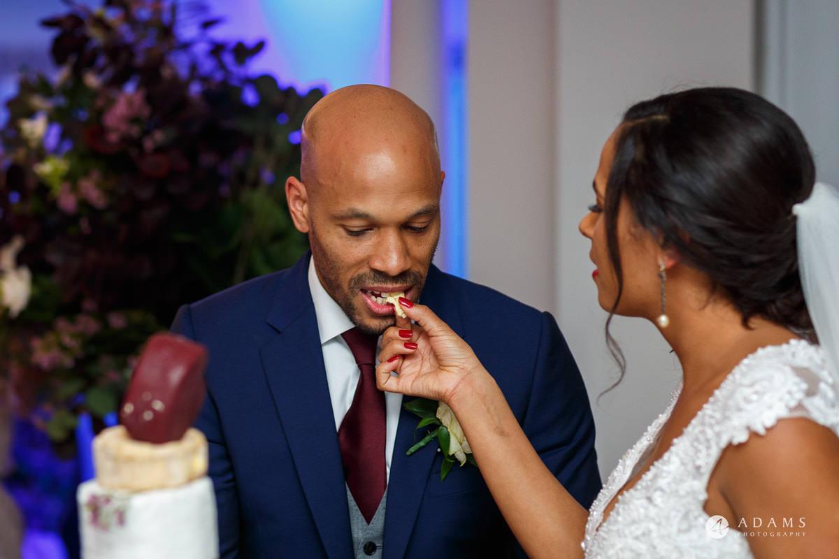 Froyle Park wedding cake cutting