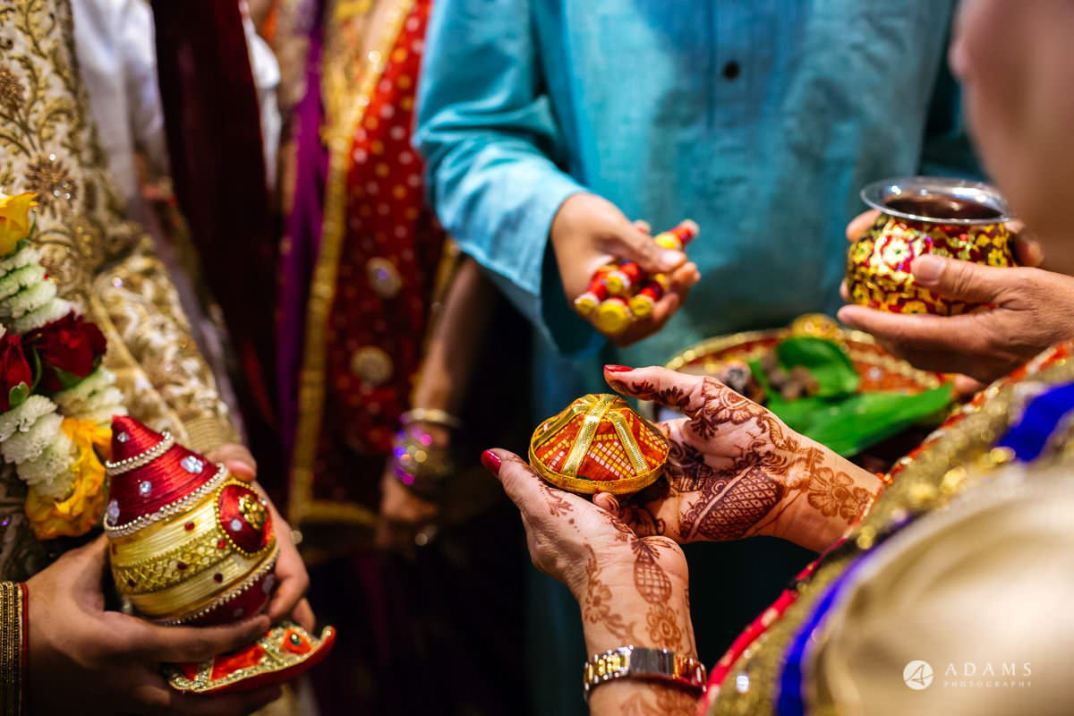 Hindu Wedding Premier Banqueting London Photos | Devina & Aakash 12