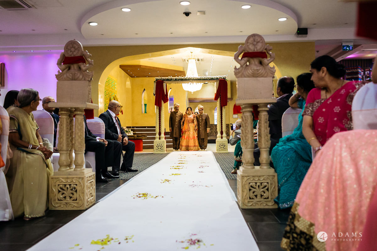 Hindu Wedding Premier Banqueting London Photos | Devina & Aakash 16