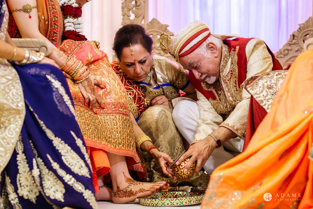 Hindu Wedding Premier Banqueting London Photos | Devina & Aakash 20