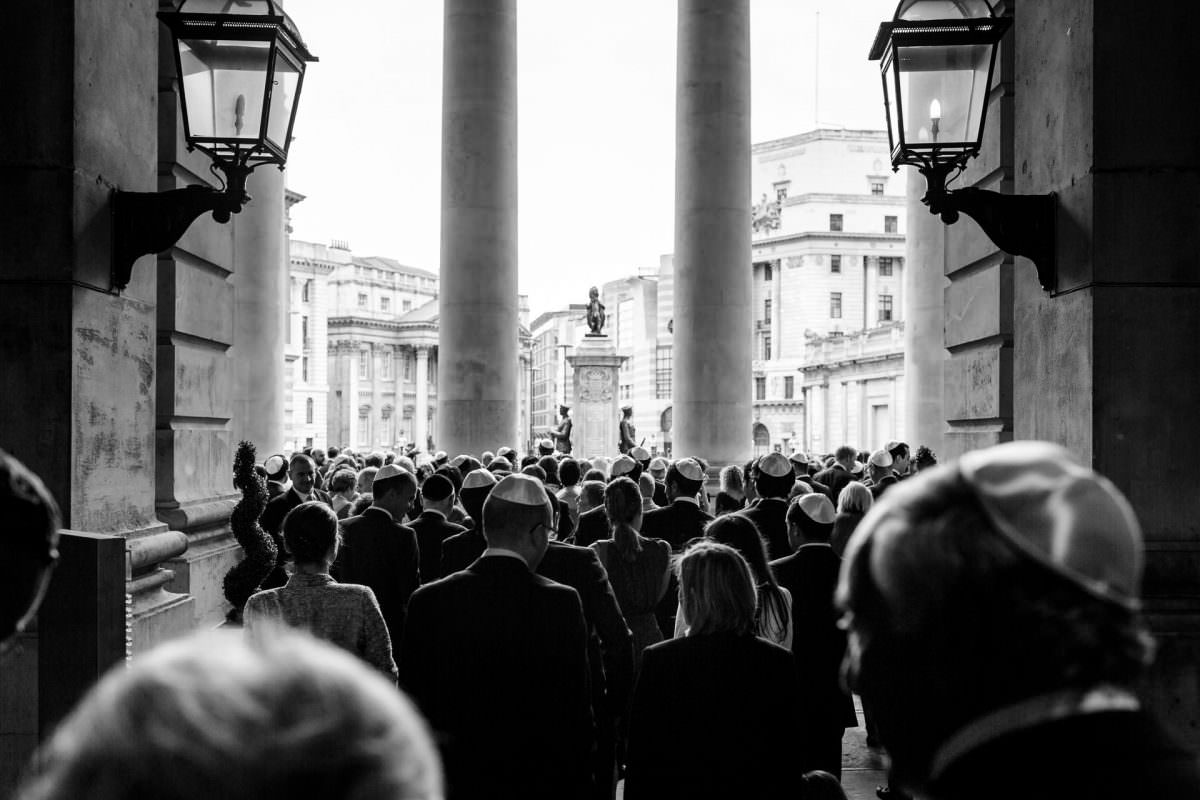 jewish wedding photography guest gather outside the venue