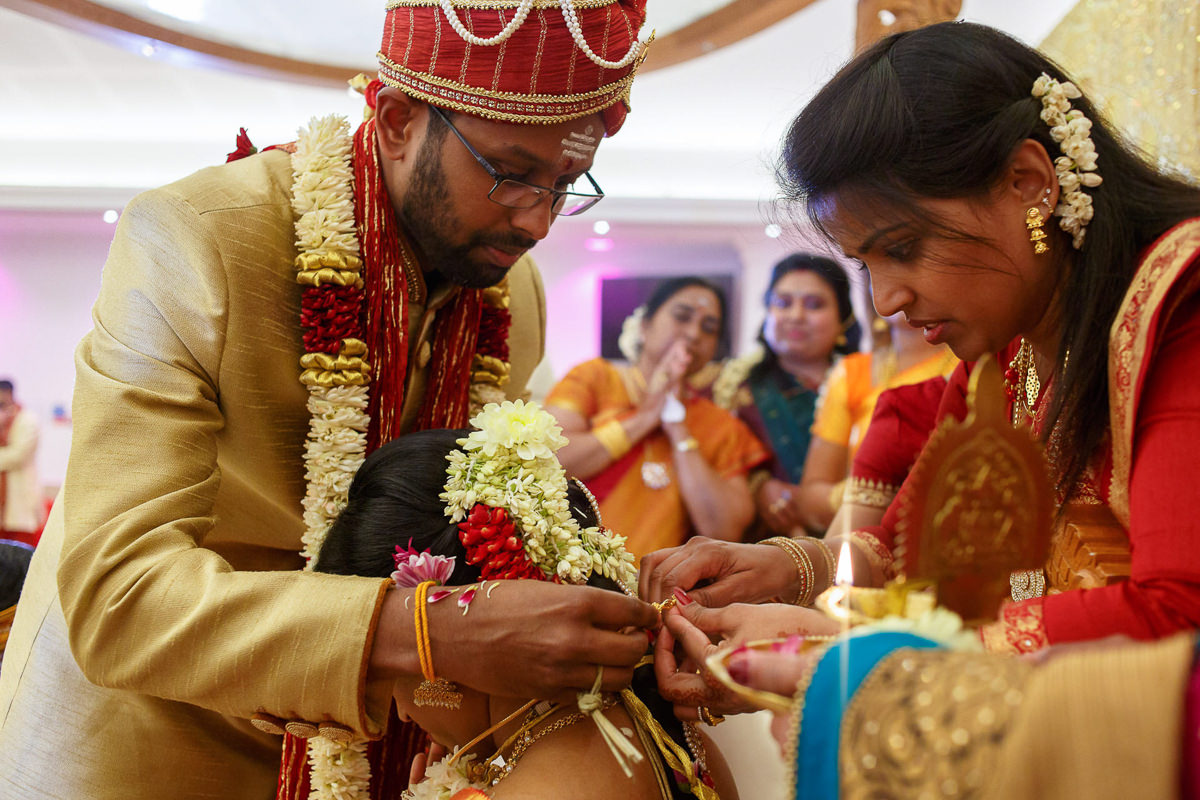 Tamil Hindu Ceremony Groom Puts Chain Thali On Bride