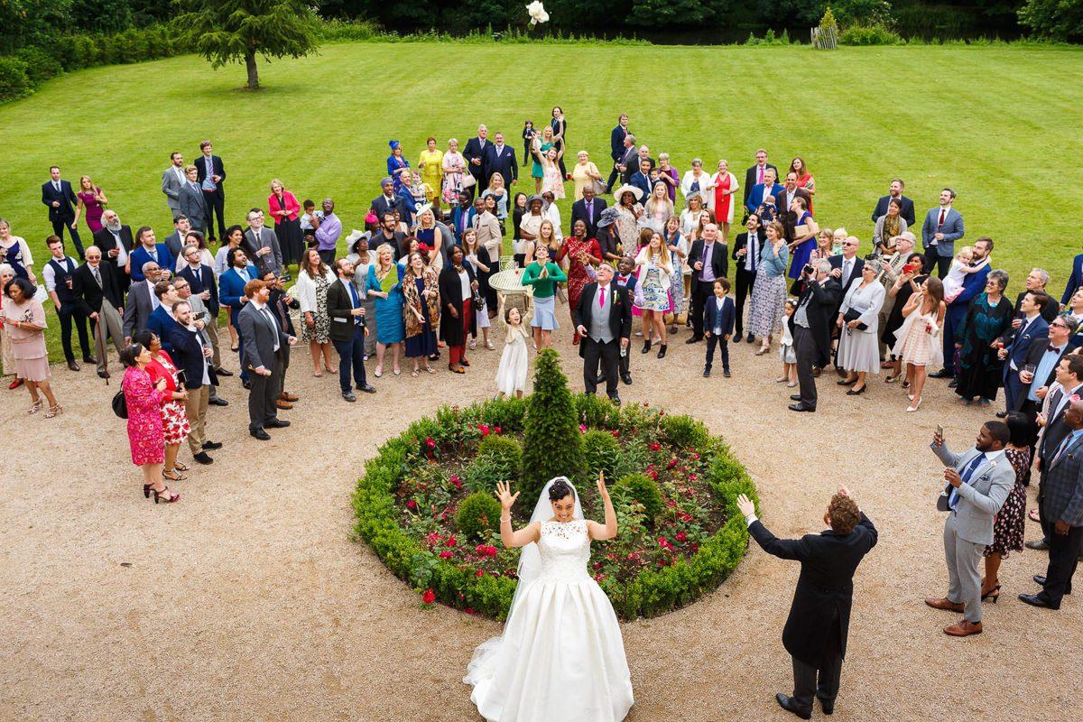 Best wedding photographer bouquet throw