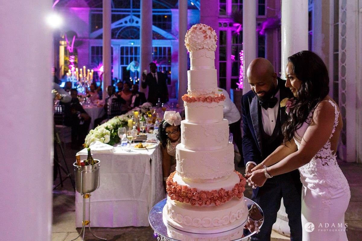 syon park house wedding cutting the cake
