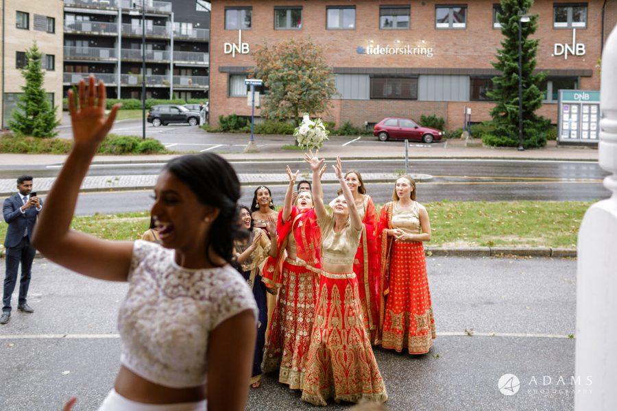 Oslo Wedding Photography bouquet throw
