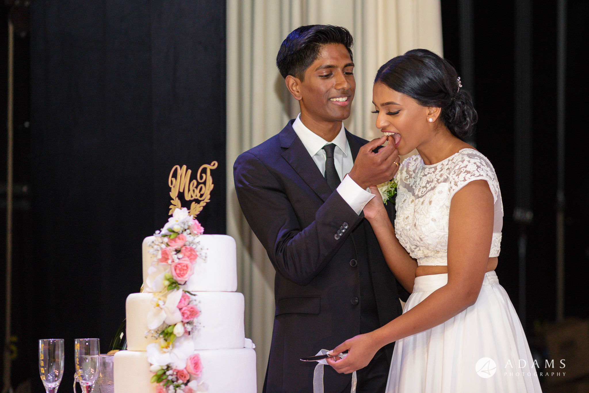 Norway Tamil Wedding couple cut the cake