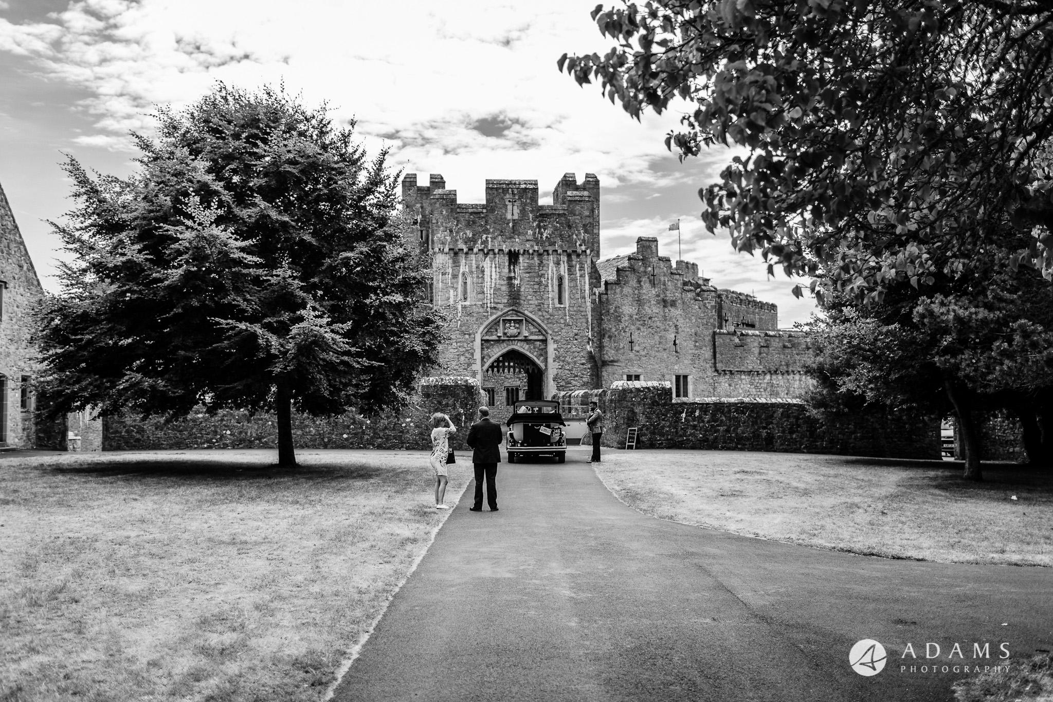 st donats castle wedding couples arrival