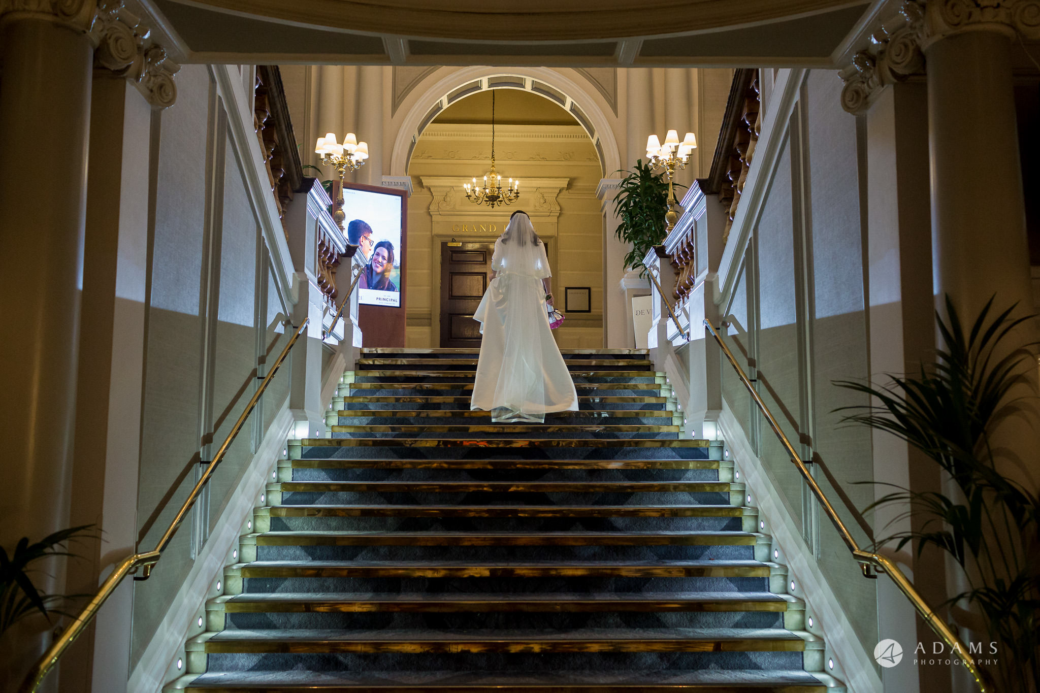 De Vere grand connaught rooms bride on the stairs