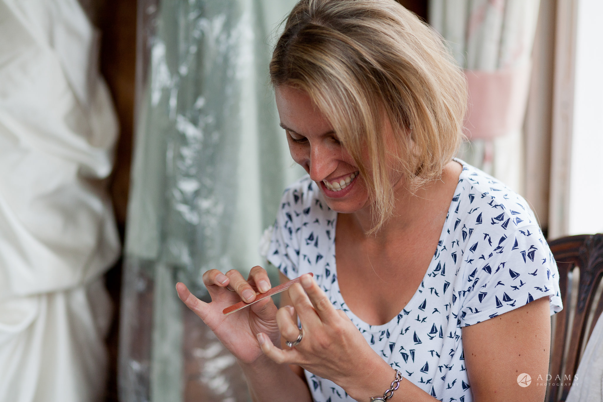 Kingston Bagpuize House wedding bridesmaid working on her nails