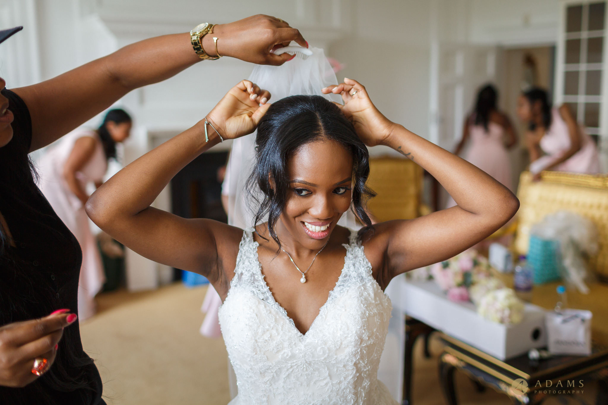 bride putting on her vail
