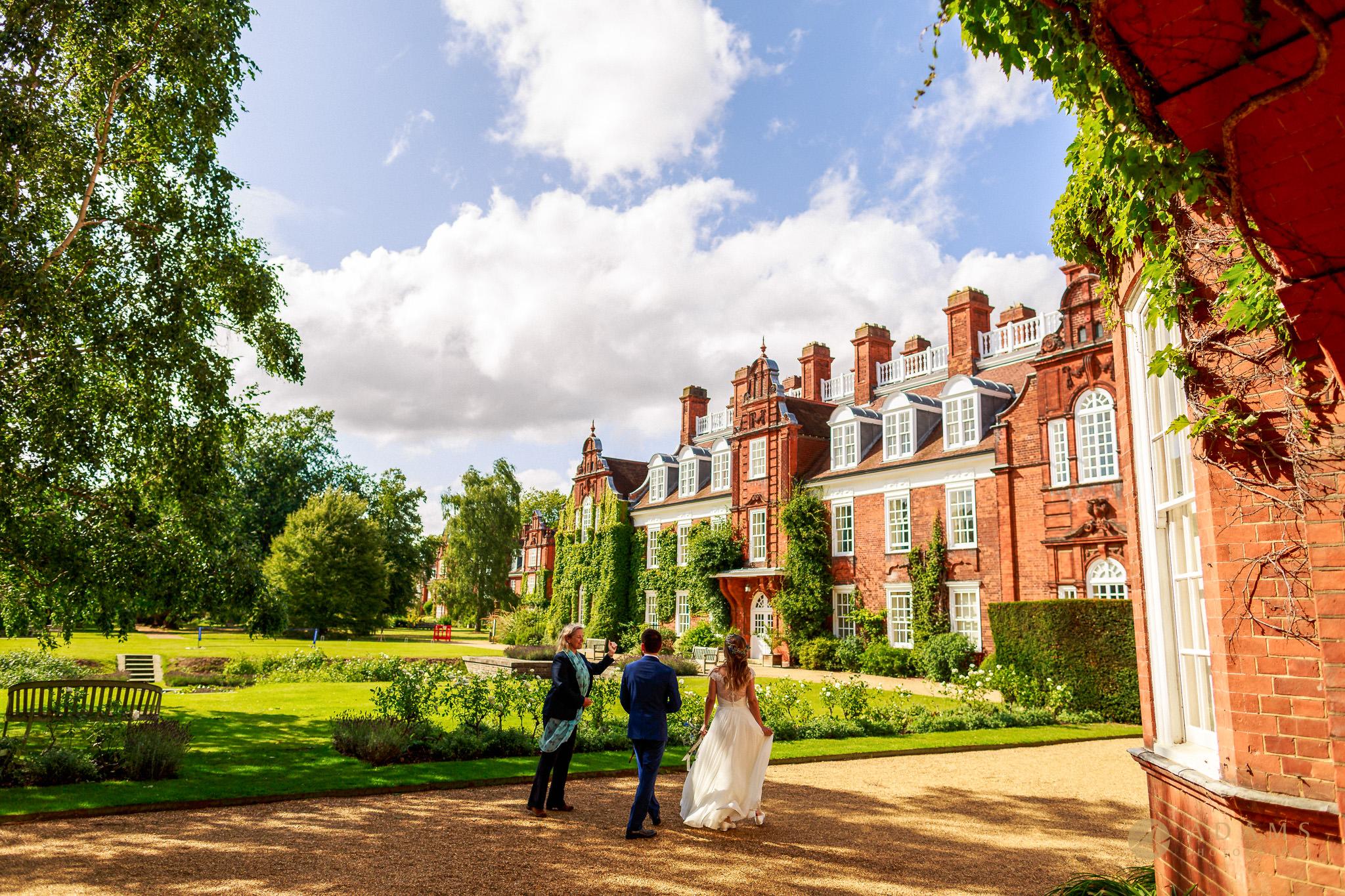 Cambridge Photographer bride and groom arrive to Newnham College