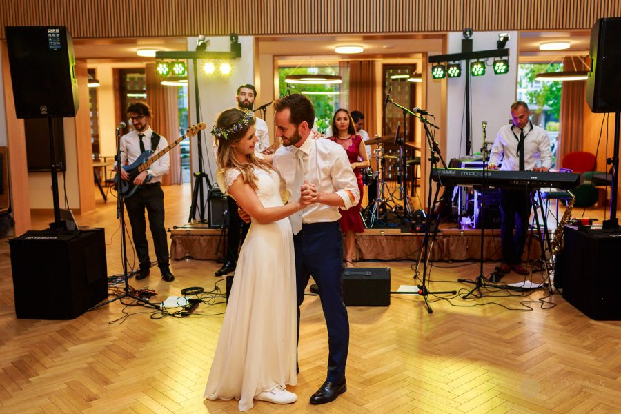 Wedding photographer Cambridge Newnham College first dance